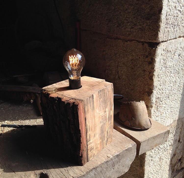 מנורת ריבוע אלון