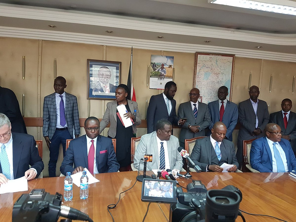 Image : Signature partenariat exploitation bassin Lokichar Kenya Total, Tulllow et Africa oil / Source Twitter Ministère Kenyan du pétrole
