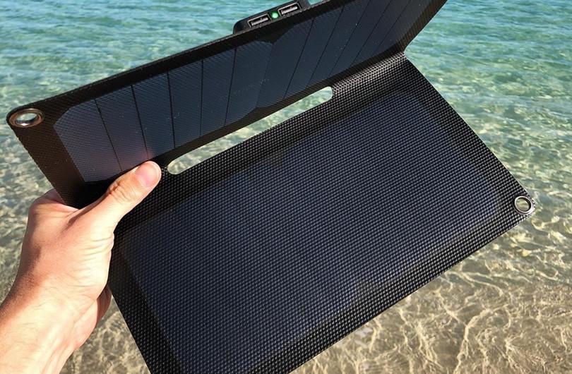 Alto_Solar_Charger_PV14_Beach1.jpg