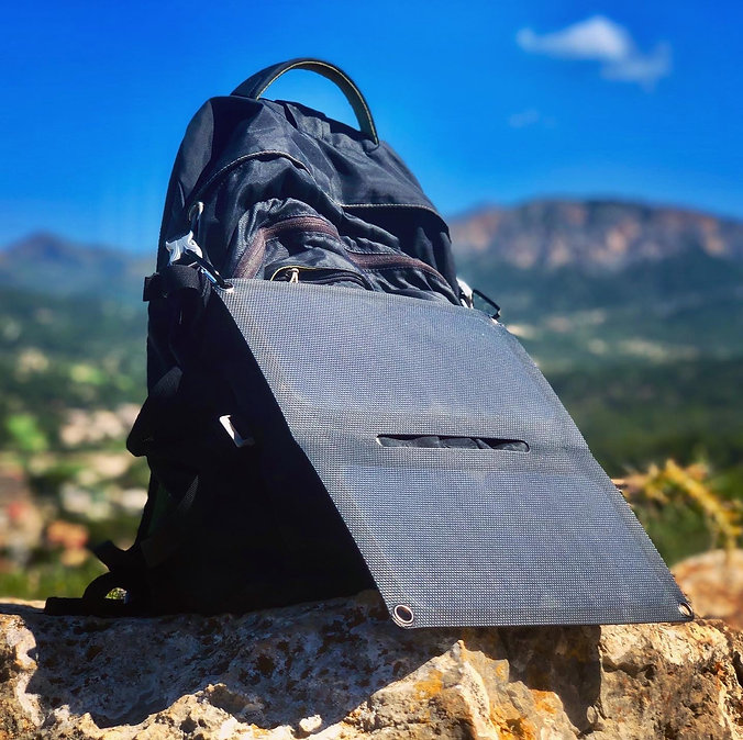 Alto_Solar_Charger_PV14_Hiking13.jpg