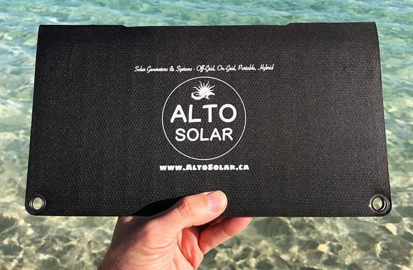 Alto_Solar_Charger_PV14_Beach2.jpg