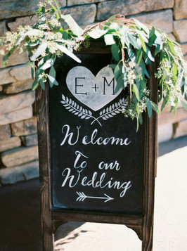 chic-chalkboard-wedding-welcome-sign-wit