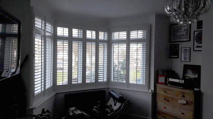 Bay Window Full Height Shutters with Divider Rail