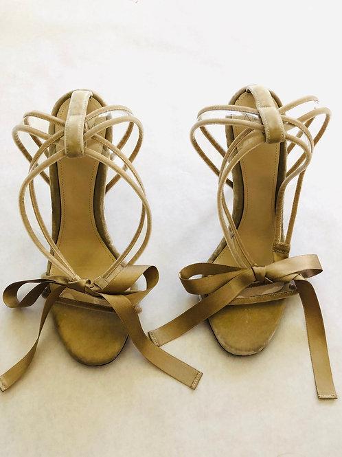 Alevi Milano Bow Heels Size 9