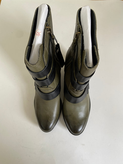 Sorel Boots Size 9