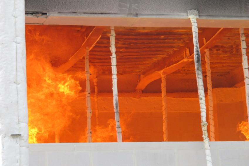 鋼構屋小梁及樓板火害扭曲、下陷變形狀況