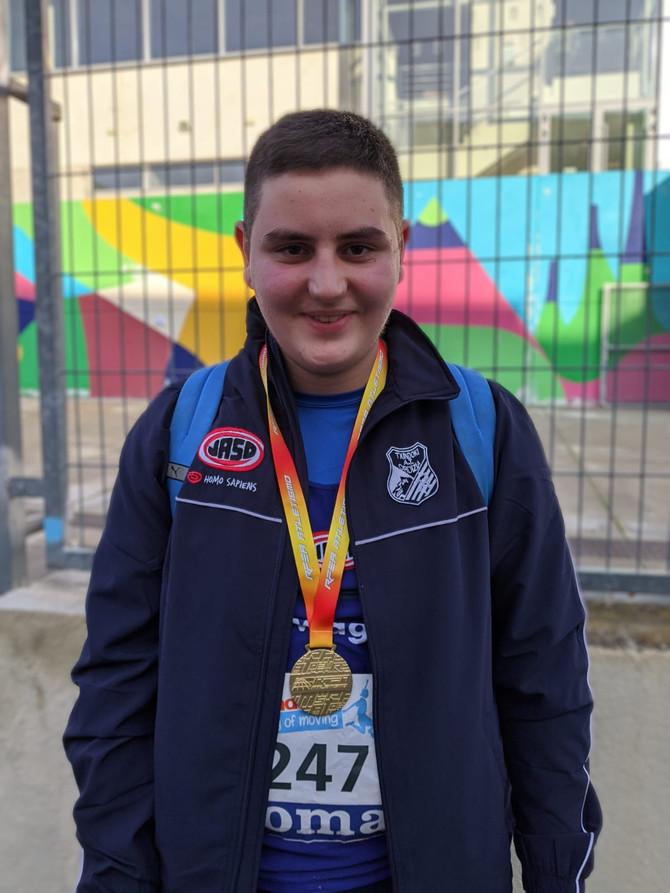 Aratz Cendón campeón de España sub 16 de lanzamiento de peso