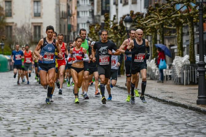 Pódium por equipos en el campeonato de Euskadi de media maratón