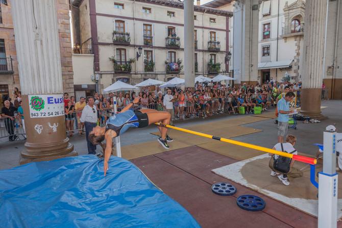 Iª Exhibición de atletismo en la calle en Lazkao