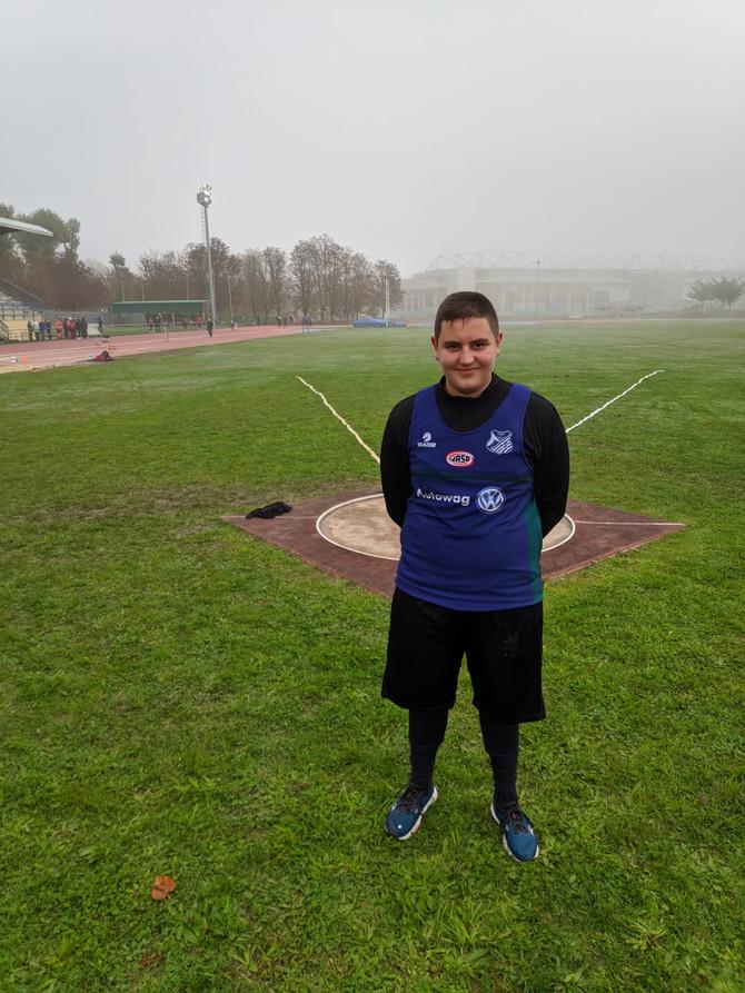 Aratz Zendon, pisua jaurtikeko 16 urtetik beherakoen Euskadiko txapelduna