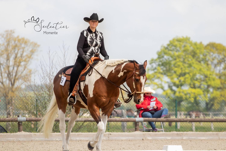 Angi mit ihrem Pferd Socke