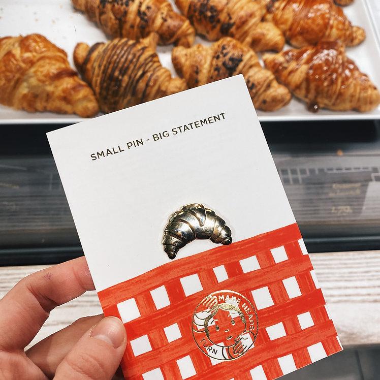 "Golden Pin ""Croissant"""