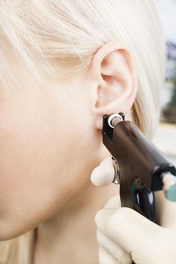 Füllyukasztás, fülbelövés