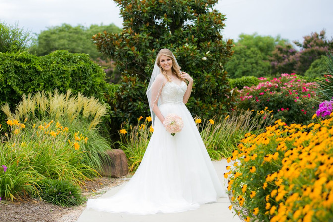Bridal pictures in The Gardens during Spring