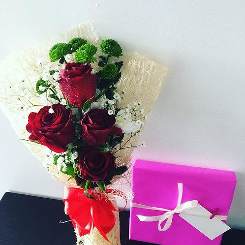 Bouquet 4 Rosas e Caixa de Chocolates
