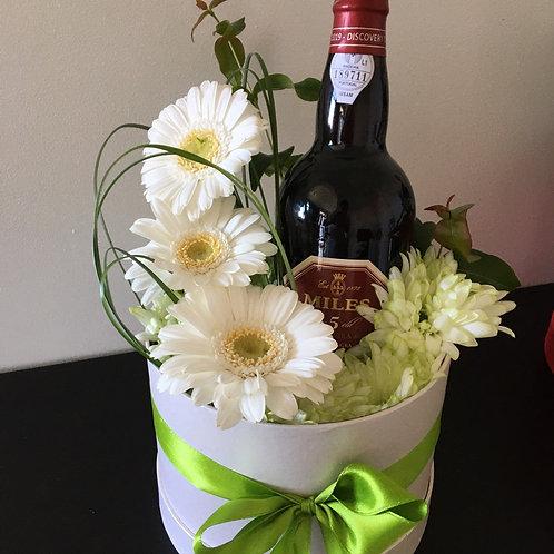 Caixa com Arranjo Floral e Garrafa Vinho/Espumante desde