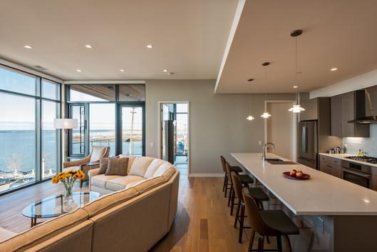 Harbor Verandas, living room / kitchen