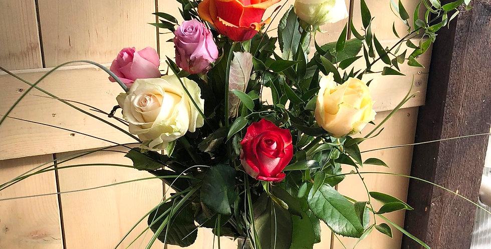 Strauß mit langstieligen Rosen + Grün