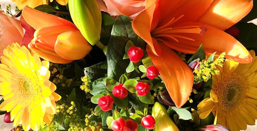 Blumenstrauß rund gebunden gelb