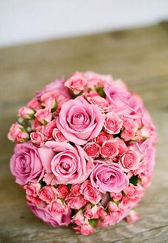 Fellner Blumen Brautstrauß rosa Rosen