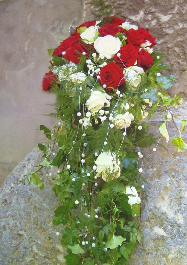 Fellner Blumen Hochzeitsfloristik Brautstrauß fließend
