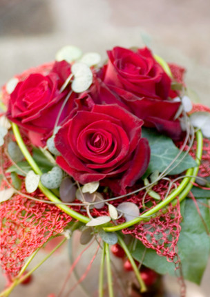 Fellner Blumen Hochzeitsfloristik Brautstrauß rote Rosen