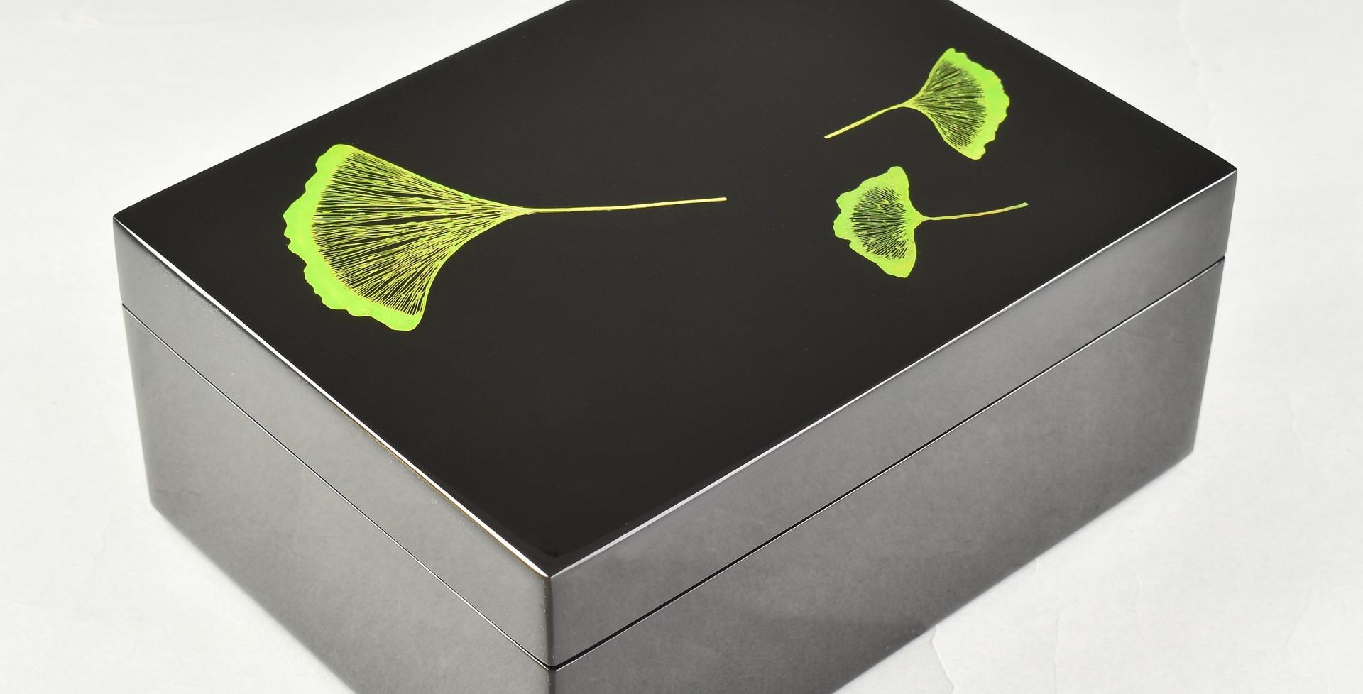 Ginko Leaf- Medium Box