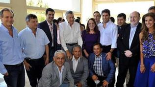 """Gobernadores del PJ, libres de Cristina, recuperan la voz y piden una """"reunión urgente"""" con Macri"""