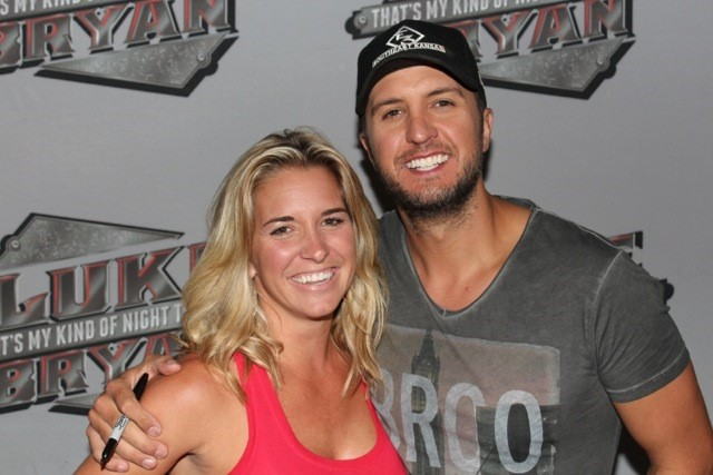 Luke Bryan with raffle winner