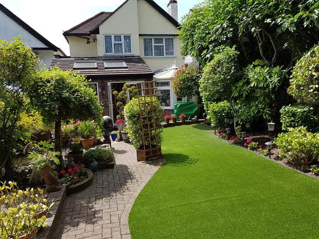 Life on the Hedge Gardeners in Borehamwood