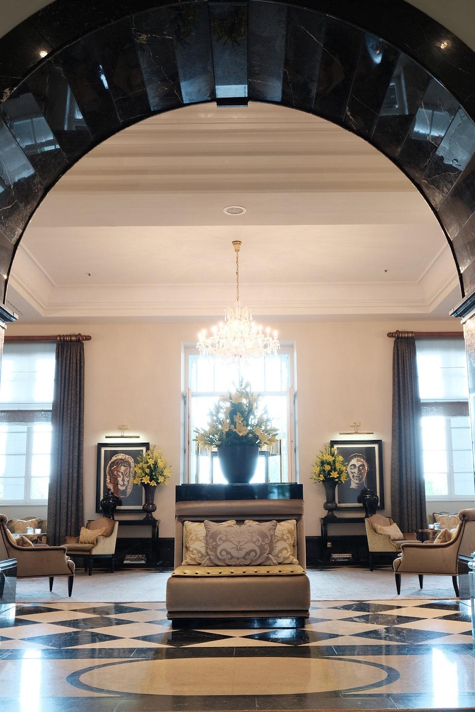 Blick in die Lobby des 5-Sterne Hotels Schloss Bensberg