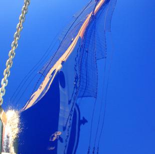 Отражение Паллады в водах Тихого океана.