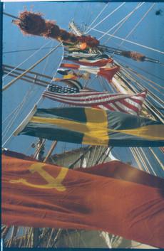 13.Флаги стран в порты которых заходила «Погория» в ходе кругосветного плавания в 1988-89 г.