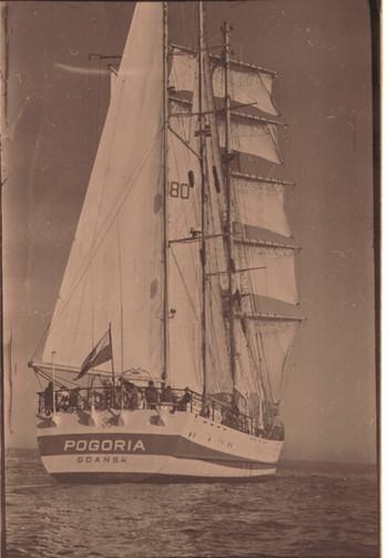 «Погория» в Южной Атлантике и в порту самого южного города Земли – Ушуайи.