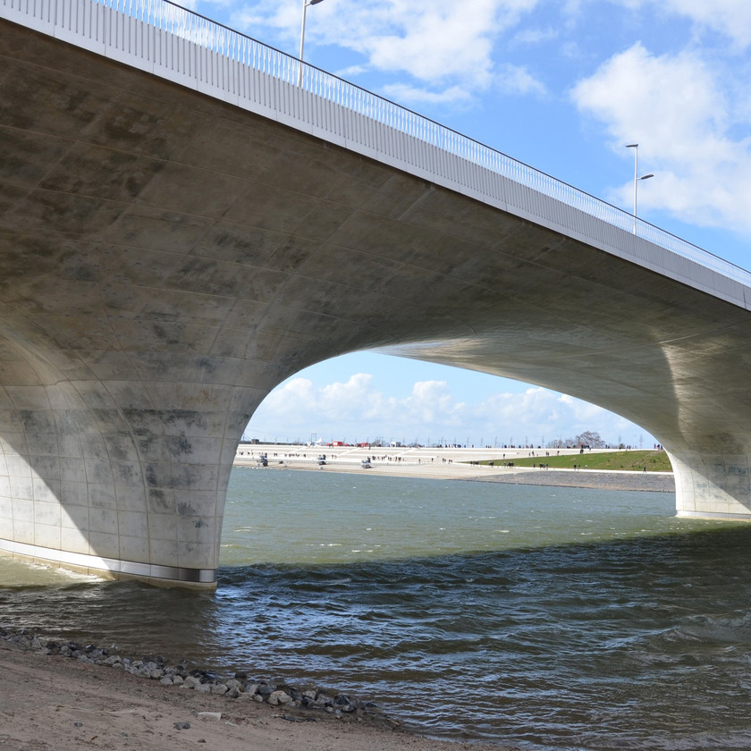 Room for the River: The bridgeand access to the river(image courtesy of H+N+S)