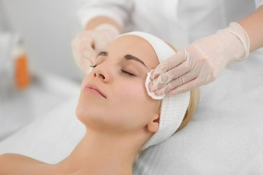 Entenda como é feita a limpeza de pele profissional