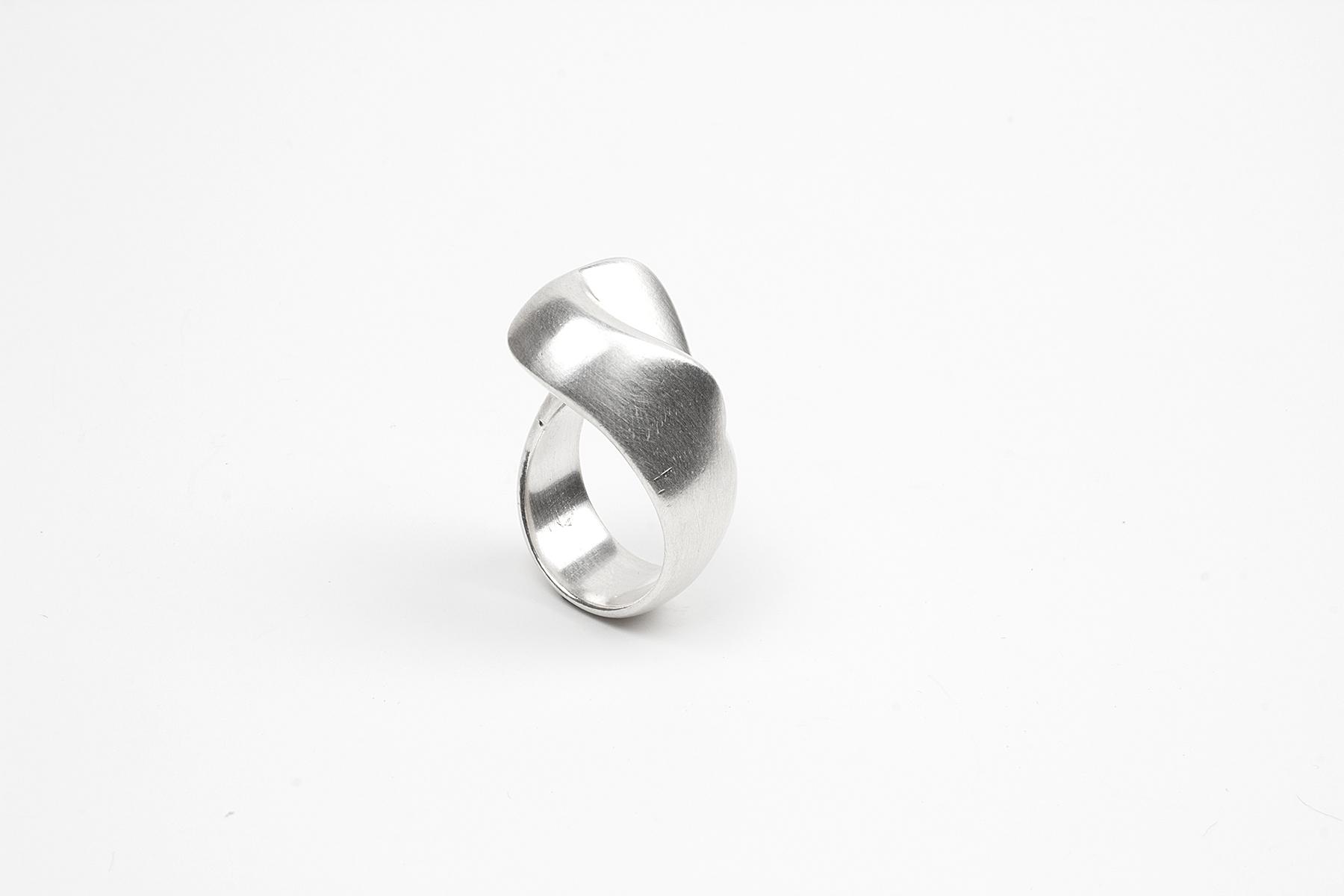'tween Ring