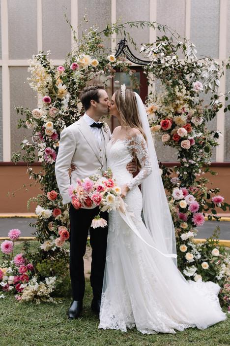 river-and-eve-flora-wedding-florist-sydney-botanical-gardens-soft-romantic-vintage (32).jp