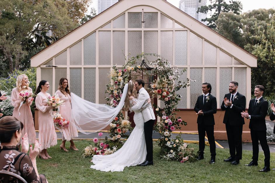river-and-eve-flora-wedding-florist-sydney-botanical-gardens-soft-romantic-vintage (23).jp