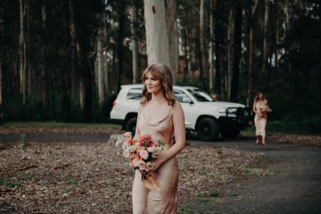 river-and-eve-flora-wedding-florist-sydney-south-coast-autumn-warm-colour-palette-outdoor