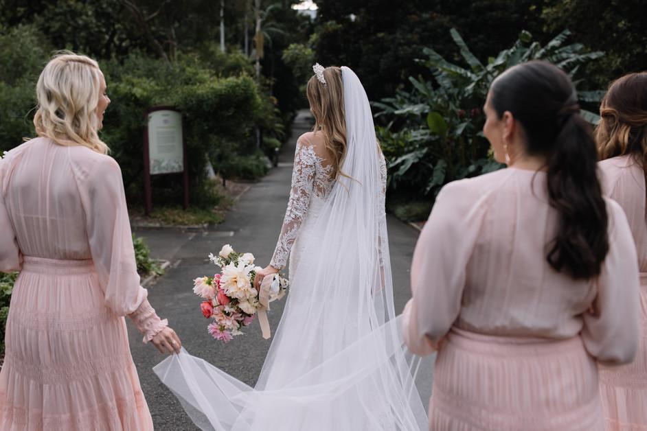 river-and-eve-flora-wedding-florist-sydney-botanical-gardens-soft-romantic-vintage (37).jp
