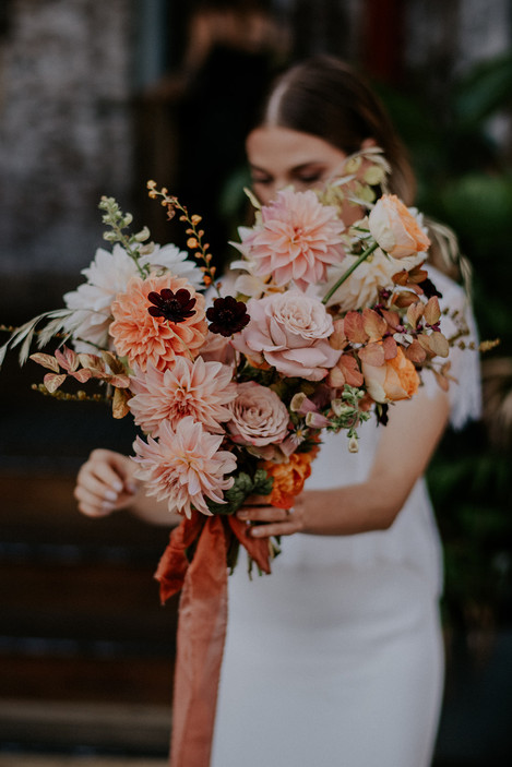 river-and-eve-flora-wedding-florist-sydney-autumn-warm-colour-palette-urban (16).jpg