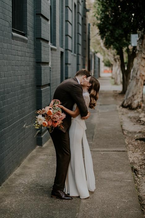river-and-eve-flora-wedding-florist-sydney-autumn-warm-colour-palette-urban (33).jpg