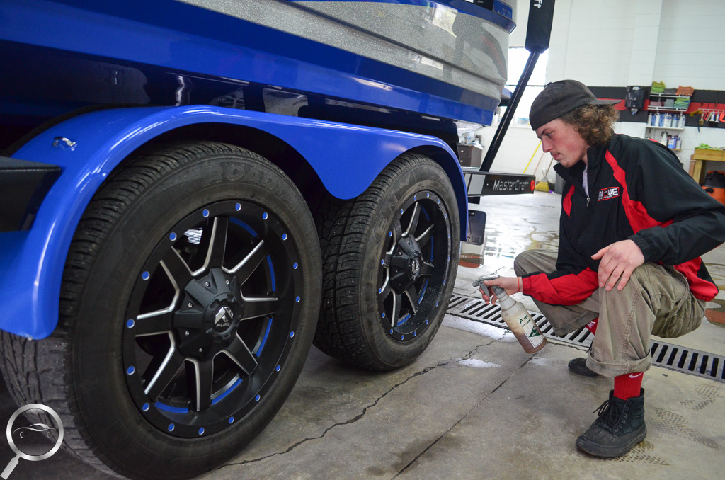 Boat trailer wheel cleaning