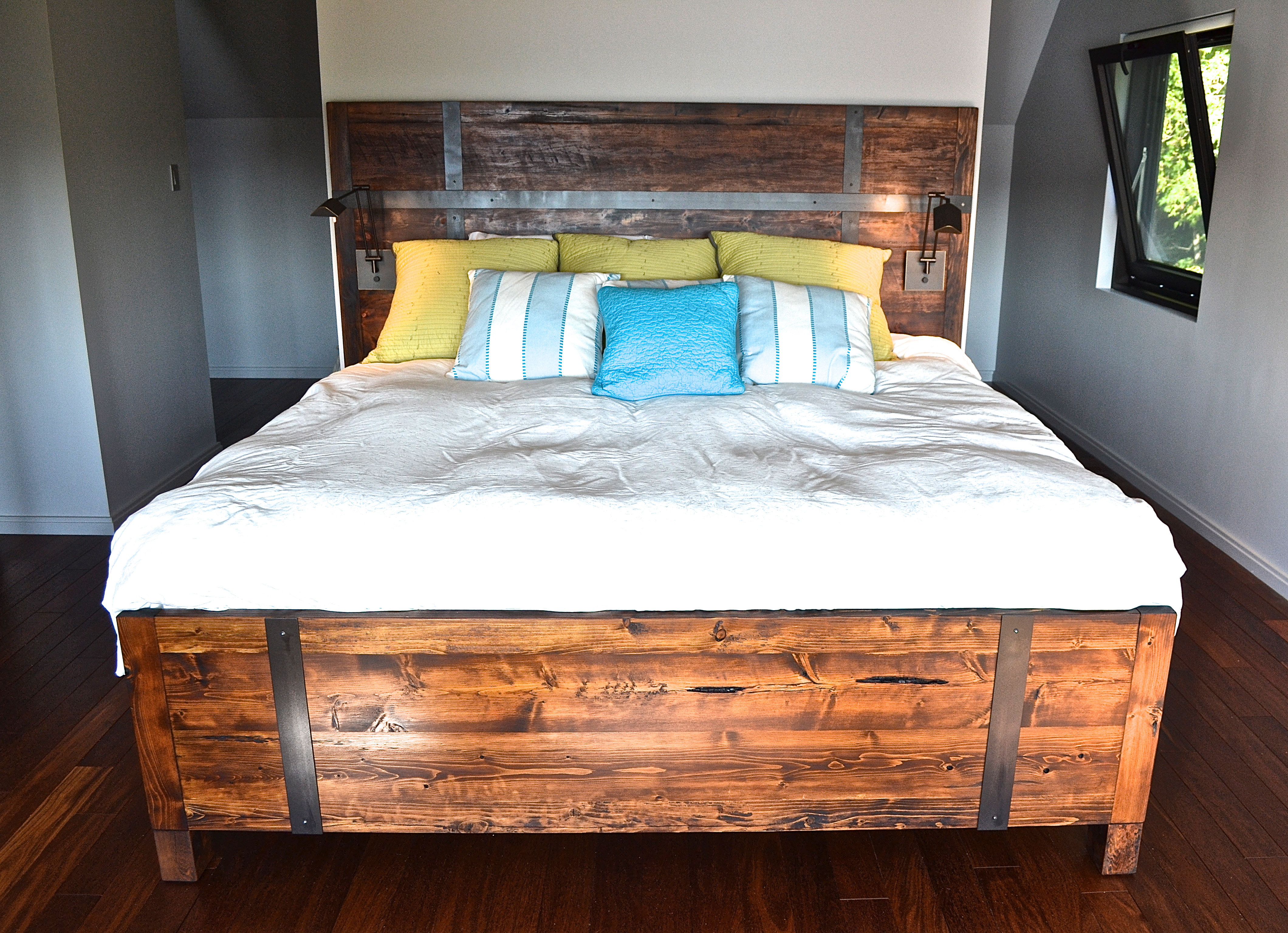 Built-in reclaimed pine bed