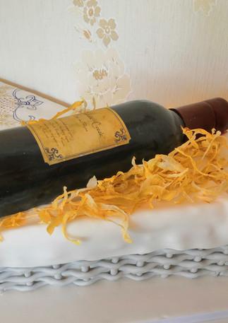 Wine Gift basket cake.