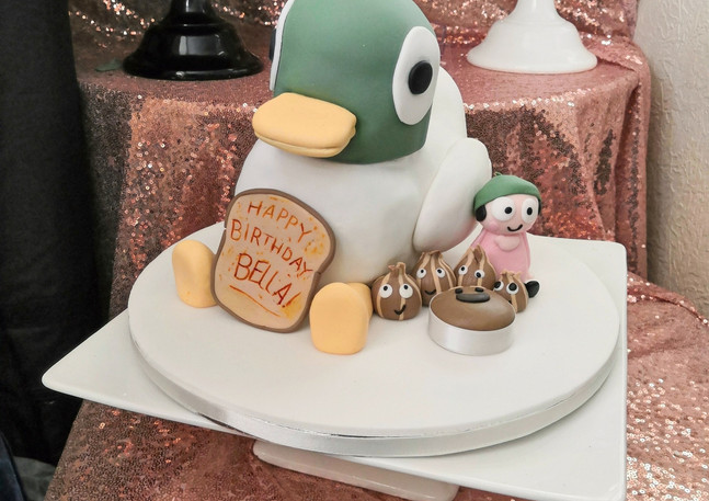 Sarah and Duck carved cake
