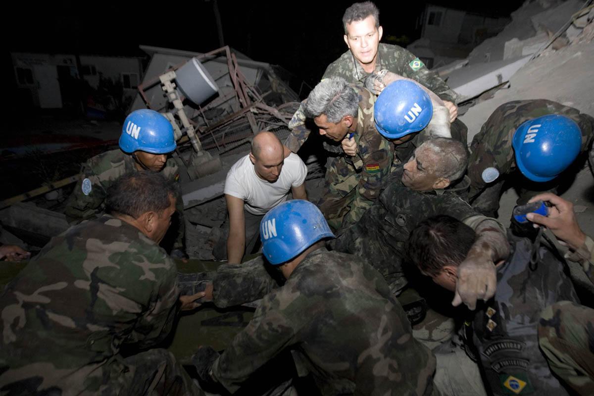 10-01-12-Earthquake 23 photo Logan Abassi.jpg