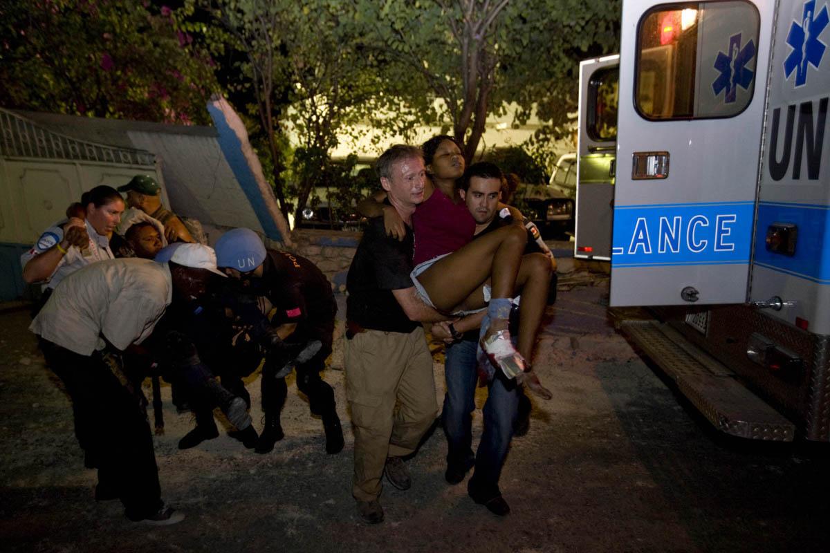 10-01-12-Earthquake 26 photo Logan Abassi.jpg
