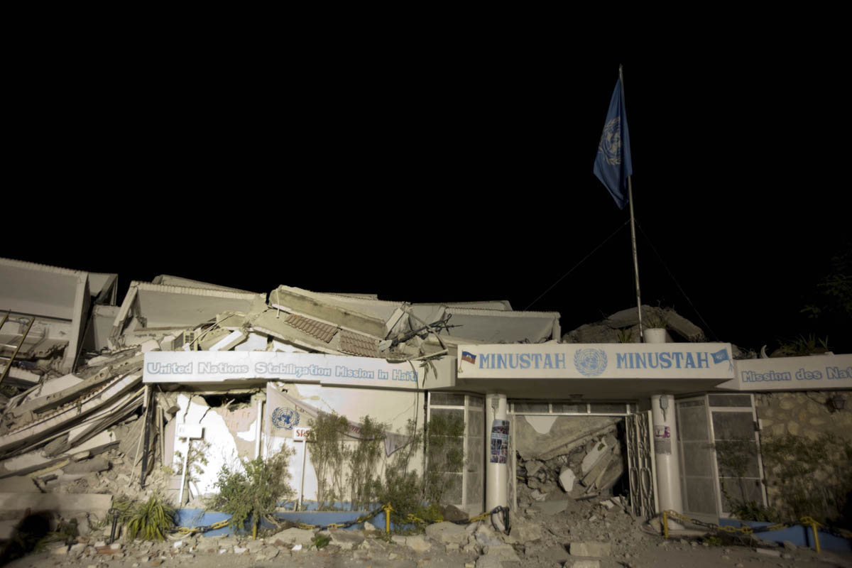 10-01-12-Earthquake 06 photo Logan Abassi.jpg